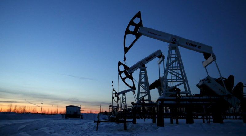 Pump jacks are seen at the Lukoil company owned Imilorskoye oil field, as the sun sets, outside the West Siberian city of Kogalym, Russia, January 25, 2016. Picture taken January 25, 2016. REUTERS/Sergei Karpukhin - RTX250B1